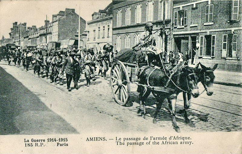 Fichier:INCONNU - La Guerre 1914-1915 - AMIENS - Le passage de l'armée d'Afrique - 185 RP Paris.JPG