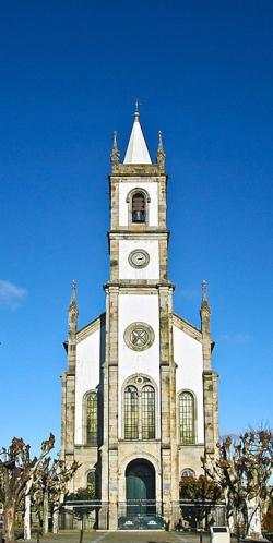 Igreja Matriz de Vila Nova de Tázem - Portugal b.png