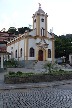 Igreja católica Matriz de Alto Jequitibá.jpg