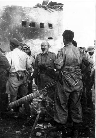 Yitzhak Sadeh - Sadeh visits the Police fortress at Iraq Suwaydan, November 8, 1948