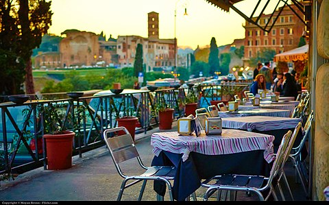 Lunch and dinner timings in Rome