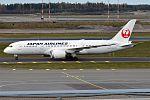Japan Airlines, JA836J, Boeing 787-8 Dreamliner (29348154815) (2).jpg