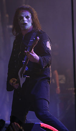 Jim Root at Mayhem.jpg