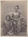 KITLV 4372 - Isidore van Kinsbergen - Goesti Ngoera Ketoet Djilantik, raja of Boeleleng and writer Wajan Toeboek with lontar in hand - 1865-1866.tif