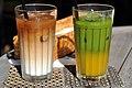 Kaffe med mælk og grøn te med mango (6290327413).jpg