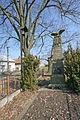 Kasalice zvonička a pomník padlým.JPG