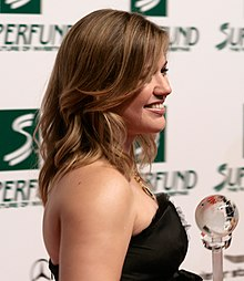 Kelly Clarkson, Women's World Awards 2009