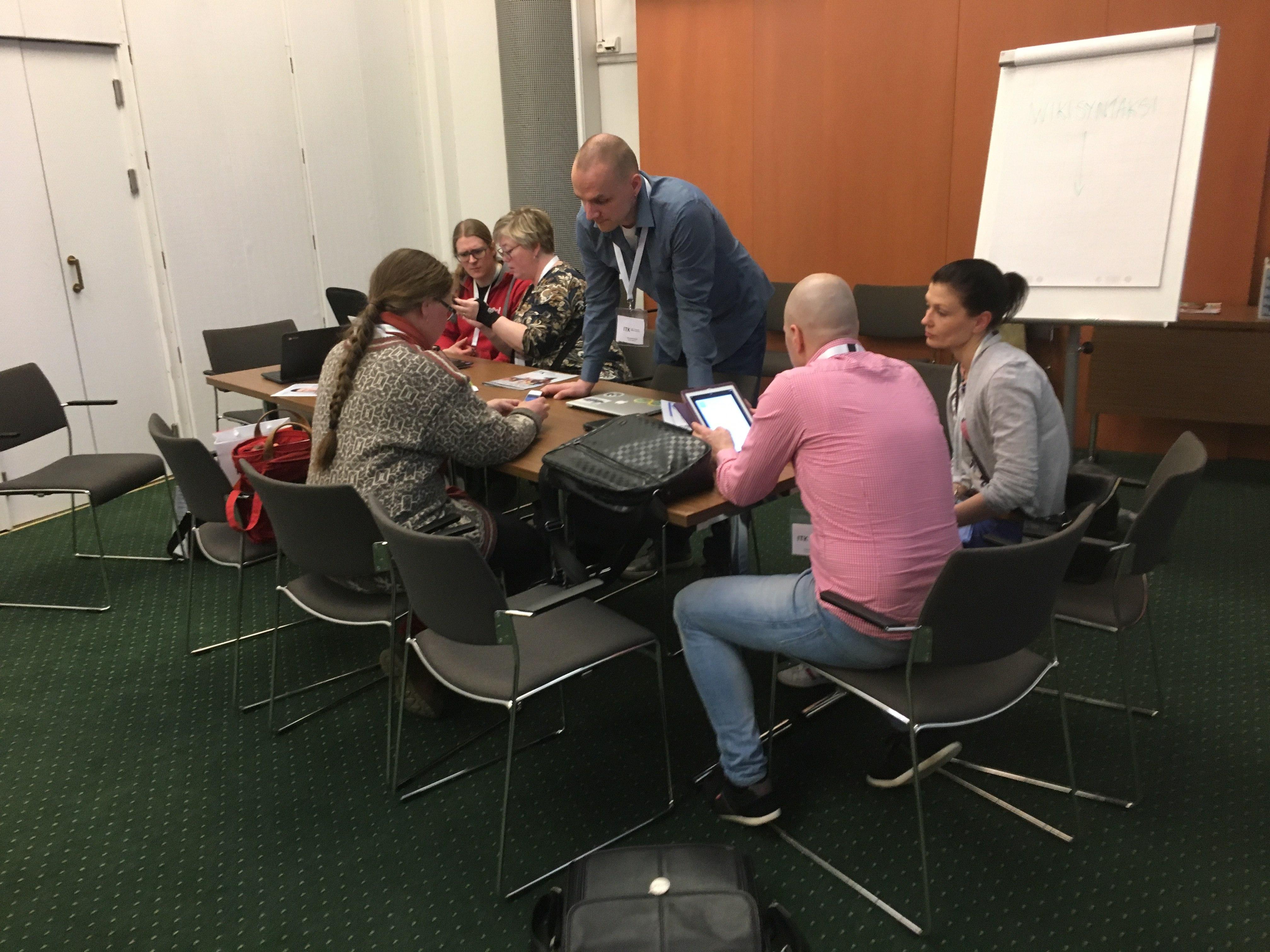 File:Koodiesterata ITK 2018 -konferenssi 2018-04-12 Opettajat