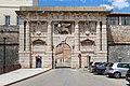 Kopnena vrata Entrance to the Old Town of Zadar, Croatia (48669897778).jpg