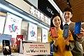 LG V40 ThinQ, 국내 출시 (44593326365).jpg