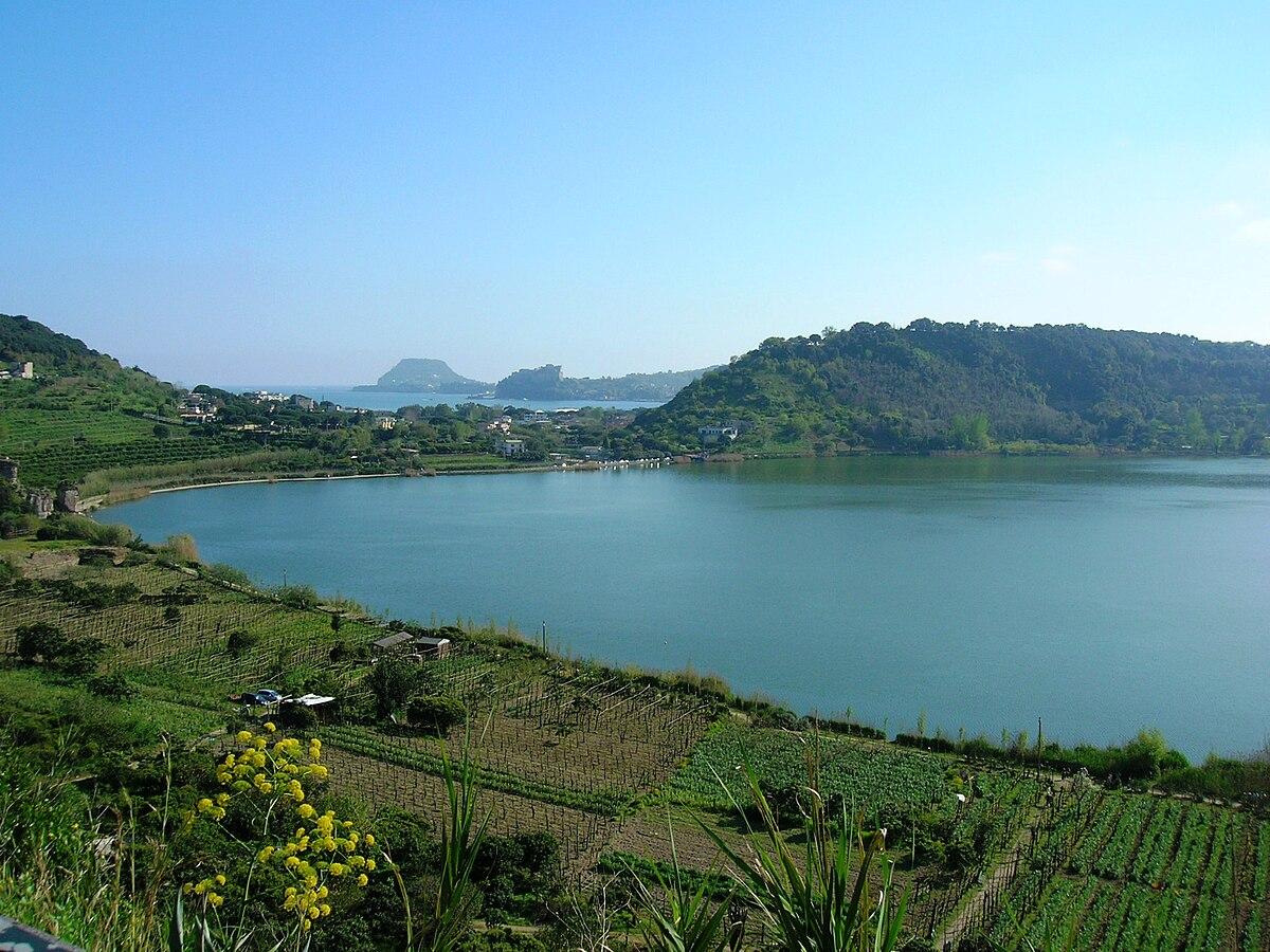 Lago d 39 averno wikipedia for Lago lucrino