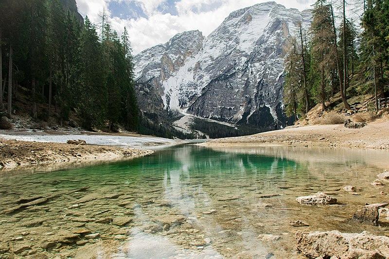 File:Lago di Braies, Braies, Italy (Unsplash).jpg