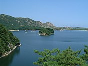 Lake samilpo at Kumgangsan 20020720.jpg