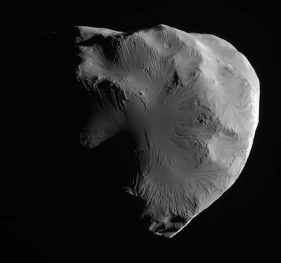 Leading hemisphere of Helene - 20110618.jpg