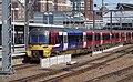 Leeds railway station MMB 45 333011.jpg