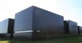 Les cubes de béton noir du musée Lens' 14 - 18.png