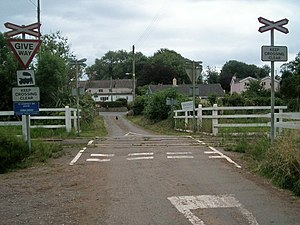 Manorbier Newton - Image: Level crossing at Manorbier Newton geograph.org.uk 218145