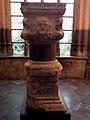 Liège, cloîtres de la Cathédral St-Paul, élements d'une colonne du Palais des Princes-Évêques1.jpg