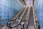 Liukuportaat Lentoaseman rautatieasemalla.jpg