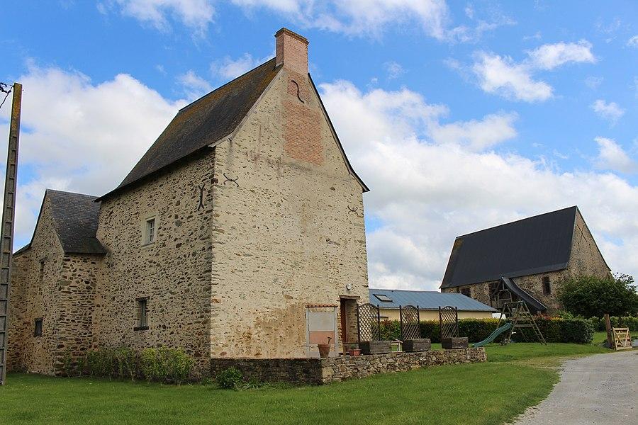 Logis du Plessis, Marigné-Peuton Logis et Grange médiévale (ancien séchoir à tabac)
