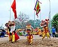 Múa lân trong lễ hội làng Triều Khúc - panoramio (1).jpg