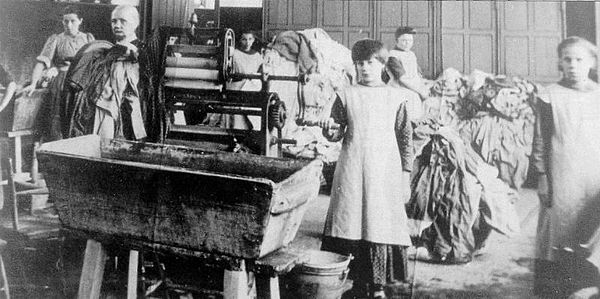 "Magdalene laundries were institutions that existed from the 18th to the late 20th centuries, throughout Europe and North America, where ""fallen women"", including unmarried mothers, were detained. Photo: Magdalene laundry in Ireland, ca. early 20th century. Magdalen-asylum.jpg"