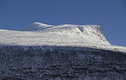 Markusfjellet southwest face from Signaldalen, 2012 March.jpg