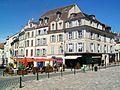 Meaux (77), rue Saint-Rémy et place devant la cathédrale.jpg