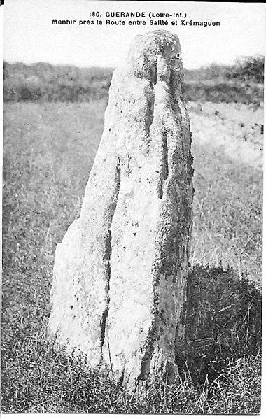 380px-Menhir-saille-1.jpg