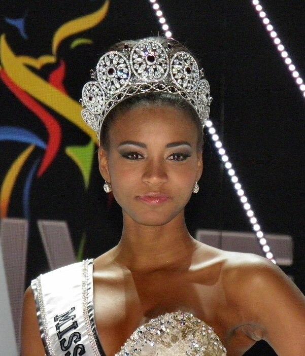 Miss-universe-2011-leila-lopes