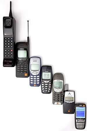 Mobile phone - Evolution of mobile phones, to an early smartphone