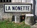 Mont-l'Évêque (60), plaque Michelin de 1959 à côté du Moulin.jpg