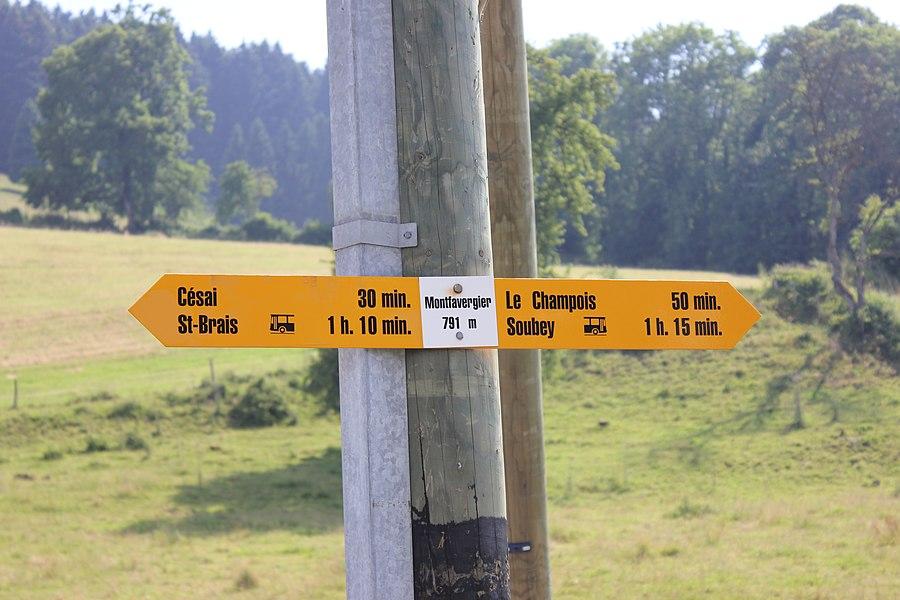 Wegweiser in Montfavergier, Gemeinde Montfaucon, Kanton Jura, Schweiz