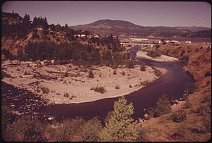 Hood River (Oregon) - The Hood River near its exit into the Columbia River, 1973