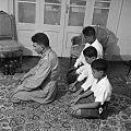 Muhammad Naguib praying with sons 1952.jpg