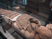 une momie au Louvre