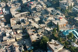 English: The city of Muzafarabad, Pakistan lay...