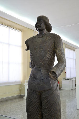 Statue, National Museum of Iran 2401 - The Statue of Parthian Noble Man, National Museum of Iran 2401