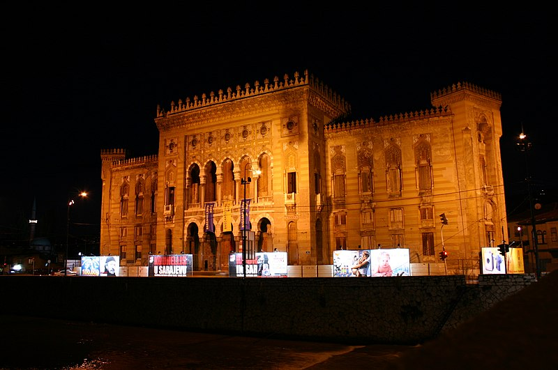 Datoteka:National and University Library at night 2004.jpg