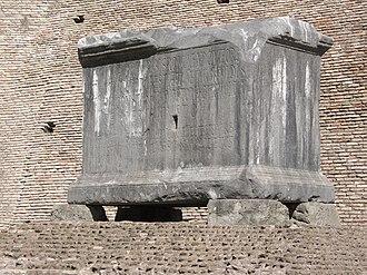 Neratius Cerealis - Image: Nerazio Cereale base di statua nel Foro Romano