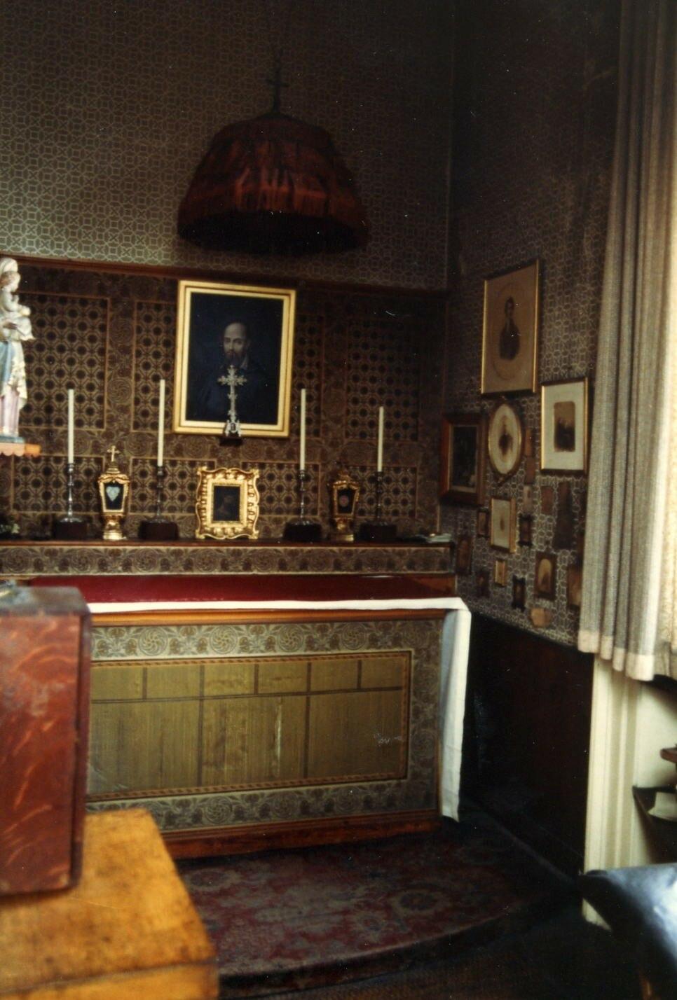 Newman room1