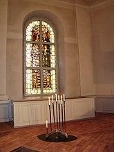 Fil:Norra kyrkfönstret i koret, By kyrka.jpg