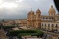 Noto - La cattedrale vista dalle grate del convento di Clausura - panoramio.jpg