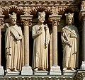 Notre-Dame de Paris - Galerie des Rois - Au centre, 8ème roi représenté par Eugène Viollet-le-Duc sculpté par Chenillon en 1858.JPG