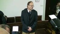 File:Obtoženi Šoba pred sodiščem.webm