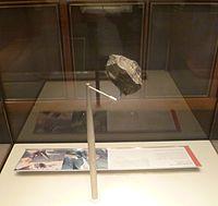 Olduvai stone chopping tool (cropped)