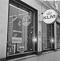 Opdracht Columbia Film . Etalage KLM met affiche van film Marooned, Amsterdam, Bestanddeelnr 923-2978.jpg
