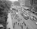 Opdrachten Volkskrant, verkeersdrukte i.v.m. leggen van tramrails op de Vondelbr, Bestanddeelnr 909-7617.jpg