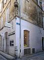 P1290112 Arles statue niche angle rue Barreme rwk.jpg