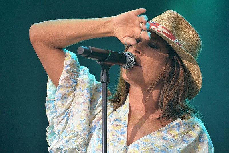 Concert de Zazie au festival Papillons de nuit 2019 à Saint-Laurent de Cuves, Manche, Normandie. | Photo : Wikimedia.